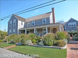 17  Walsh Street :: Brant Point