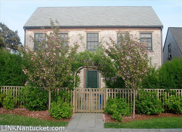 Nantucket mid island homes for sale for Homes for sale on nantucket island