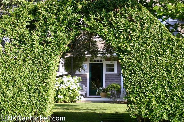 4 Hedge Row
