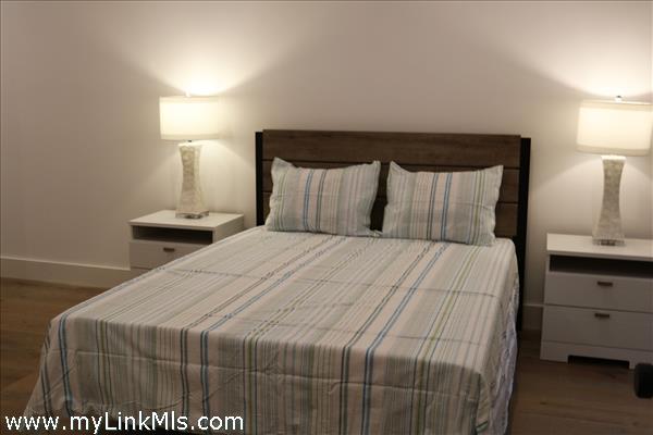 Lower level en suite bedroom