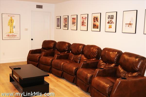 Recliner seating in rec room