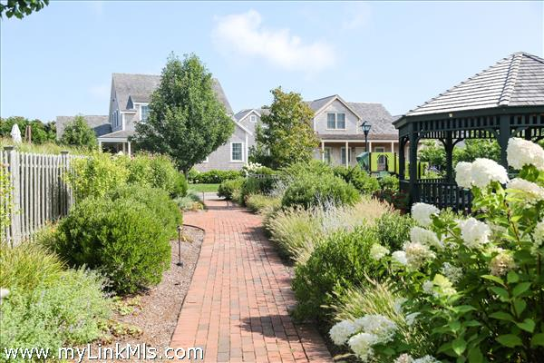 6 Wood Lily Road