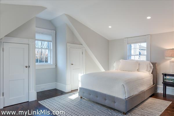 Studio above garage / Guest Bedroom 8