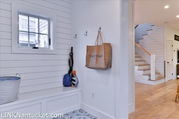 Main HouseRear Entry/Mudroom w/ Laundry
