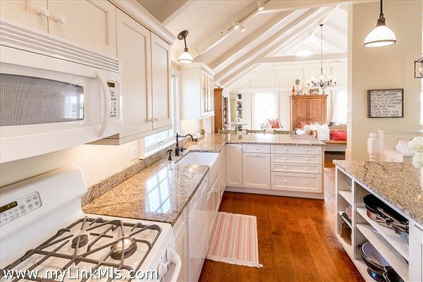 upstairs kitchen (1)