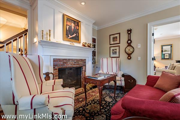 Front Living room/parlor with fireplace