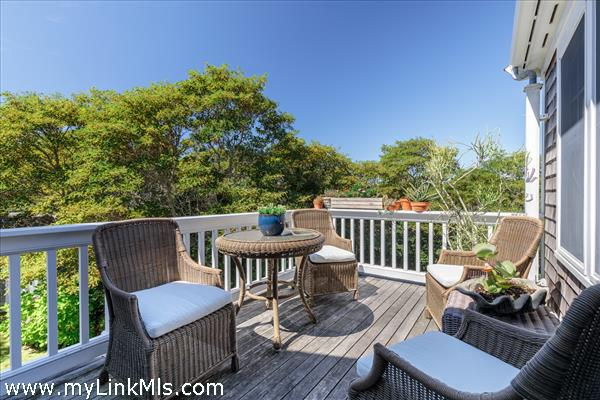 Outdoor deck off of the den/family room