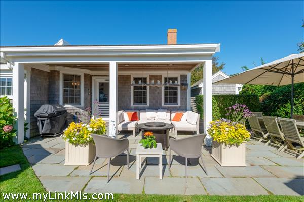 Backcottage front covered porch & outdoor living