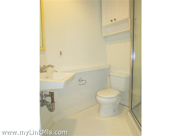 Bathroom with glass shower. Apt. B