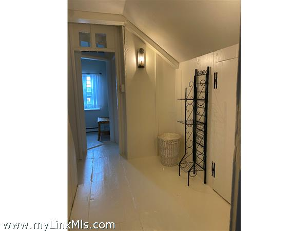 Hall dressing room and closets