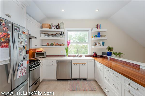 Updated kitchen in 2-bedroom cottage