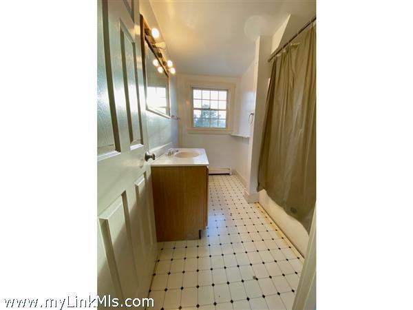Right Unit - 2nd Floor Bathroom