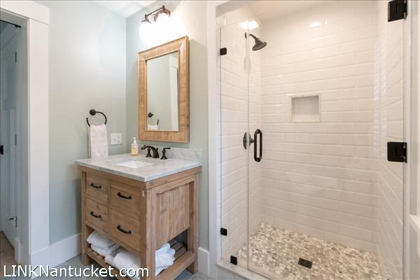 1 floor full bath