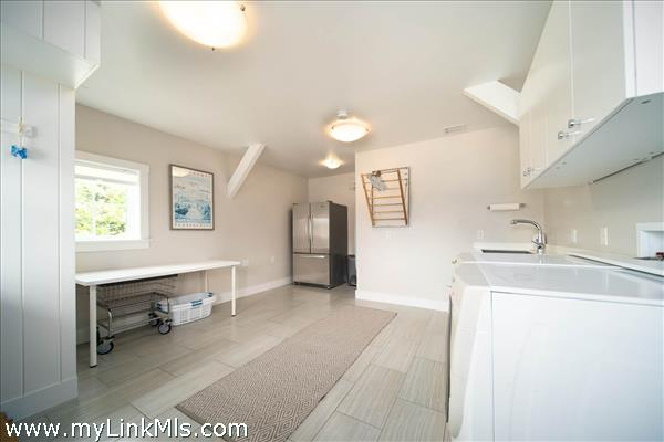 Now THIS is a laundry/mud room!