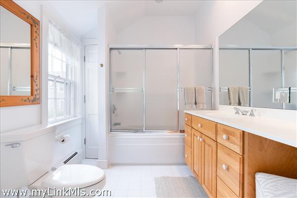 Second floor guest suite, Room 3 bathroom