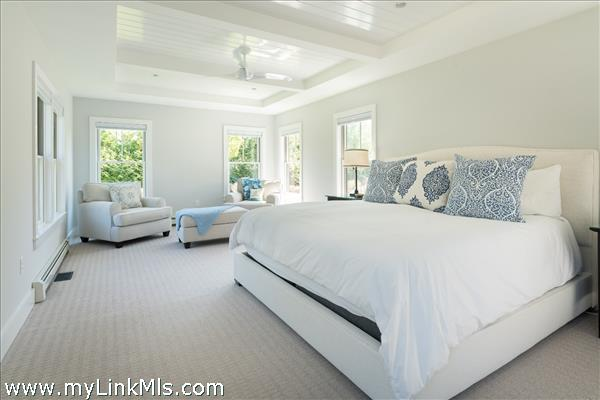 FIRST FLOOR MASTER SUITE WITH KING BED
