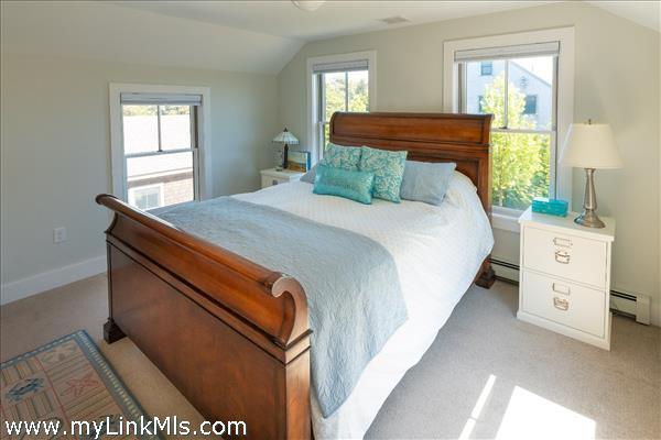 UPSTAIRS ENSUITE BEDROOM #3