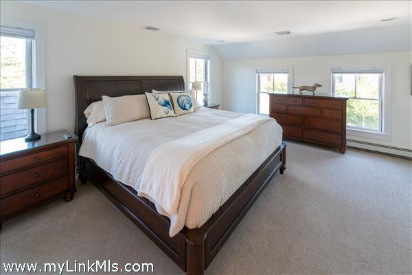 UPSTAIRS ENSUITE BEDROOM #2