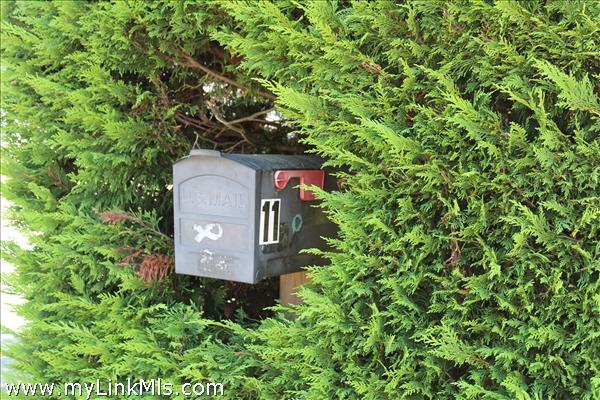 11 Cedar Circle Mailbox